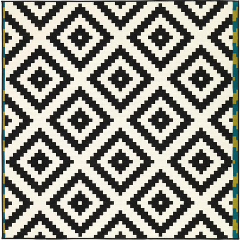Melnbalts paklājs